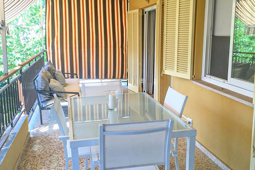 Apartment with a terrace in the center of Santa Ponsa