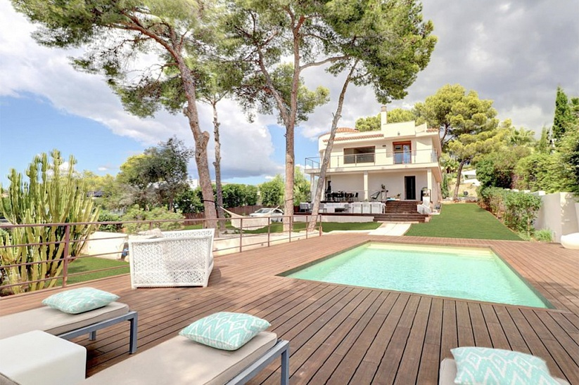 Luxury villa with garden and pool in Santa Ponsa